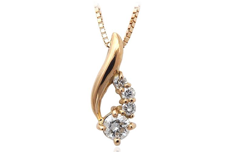 カジュアルなダイヤモンドペンダント