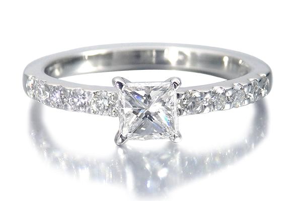 婚約指輪 プリンセスカット
