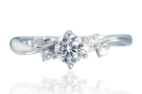 4つのメレダイヤの婚約指輪