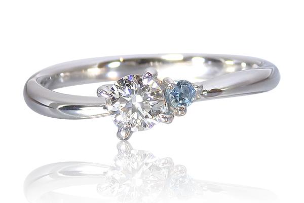 サンタマリア・アクアマリンをあしらった婚約指輪