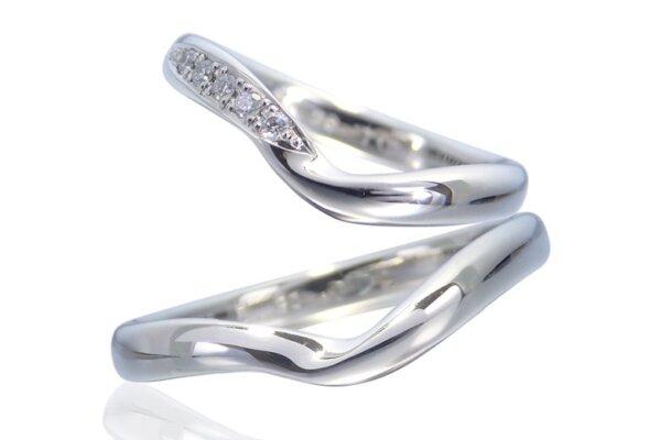 指を長く見せる結婚指輪